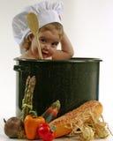 Bebê em um potenciômetro do cozinheiro chefe Fotografia de Stock Royalty Free