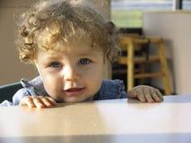 Bebê em um restaurante fotografia de stock royalty free
