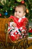 Bebê em um trenó do Natal Foto de Stock