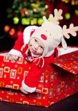 Bebê em uma caixa atual Foto de Stock Royalty Free