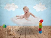 Bebê em uma nuvem Fotografia de Stock Royalty Free