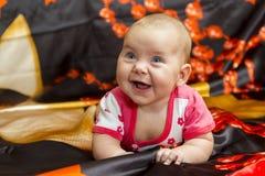 Bebê engraçado em um fundo escuro Fotos de Stock