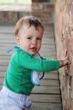 Bebê feliz com o grampo deixado fotos de stock royalty free