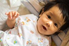 Bebê feliz da menina fotografia de stock