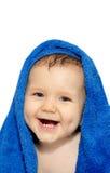 Bebê feliz em uma toalha foto de stock