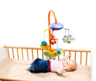 Bebê feliz na cama imagens de stock royalty free