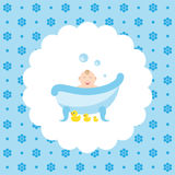Bebê feliz no banho com patos de borracha Fotos de Stock