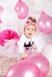 Bebê feliz que joga com balões imagens de stock