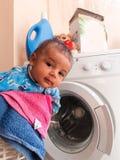 Bebê idoso dos meses da árvore na cesta de roupa Foto de Stock Royalty Free