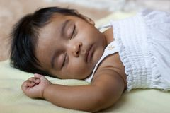 Bebê indiano de sono adorável Fotografia de Stock