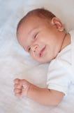 Bebê-menino pequeno bonito de sorriso Imagem de Stock
