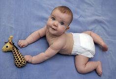 Bebê na cama Foto de Stock