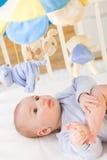 Bebê na cama Fotos de Stock Royalty Free