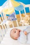 Bebê na cama de bebê Imagens de Stock