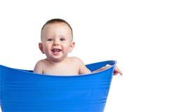 Bebê na cesta de lavanderia azul Imagens de Stock Royalty Free