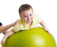 Bebê na esfera da aptidão Fotos de Stock Royalty Free