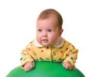 Bebê na esfera para a massagem fotografia de stock royalty free