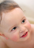 Bebê na lavagem do banheiro Fotos de Stock