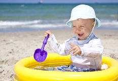Bebê na praia Imagem de Stock Royalty Free
