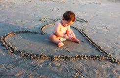 Bebê na praia Foto de Stock Royalty Free