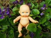 Bebê nas flores fotografia de stock royalty free
