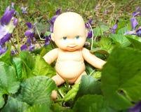 Bebê nas flores Fotos de Stock Royalty Free