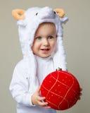 Bebê no ano novo 2015 do chapéu dos carneiros Imagem de Stock