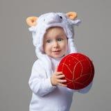 Bebê no ano novo 2015 do chapéu dos carneiros Fotos de Stock