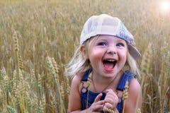 Bebê no campo do centeio Fotografia de Stock