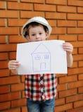 Bebê no capacete branco da construção imagens de stock royalty free