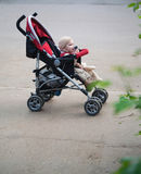 Bebê no carrinho de criança Fotografia de Stock