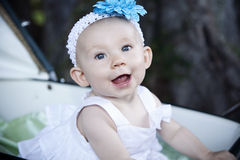 Bebê no carro fotos de stock