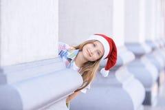 Bebê no chapéu do Natal Retrato beaty feliz exterior de Santa imagem de stock