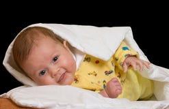 Bebê no cobertor sobre o preto Fotos de Stock