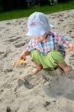 Bebê no sandpit Imagens de Stock