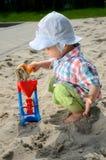 Bebê no sandpit Fotos de Stock Royalty Free