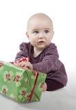 Bebê novo com presente Fotografia de Stock Royalty Free