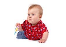 Bebê pequeno adorável que sorri, tiro do estúdio, isolado no fundo branco, retrato bonito do bebê Imagem de Stock