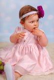 Bebê pequeno bonito com flor Imagem de Stock Royalty Free