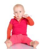 Bebé pequeno com a escova de dentes no fundo branco Imagens de Stock