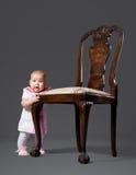 Bebê pequeno com poltrona Foto de Stock Royalty Free
