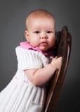 Bebê pequeno com poltrona Fotografia de Stock Royalty Free