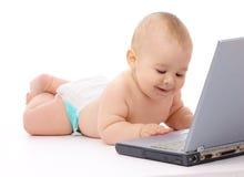 Bebê pequeno com portátil fotos de stock