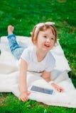Bebê pequeno com tabuleta Imagens de Stock Royalty Free