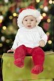 Bebê pequeno de Santa com chapéu do Natal imagem de stock royalty free