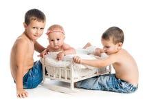 Bebê pequeno e dois irmãos Fotos de Stock Royalty Free