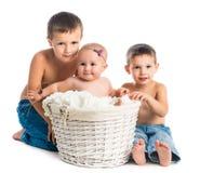 Bebê pequeno e dois irmãos Foto de Stock Royalty Free