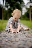 Bebê pequeno na aléia do parque Imagens de Stock Royalty Free