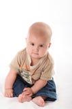 Bebê pequeno nas calças de brim foto de stock