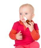Bebé pequeno que pulveriza-se pulverizador de nariz isolado no branco Imagem de Stock